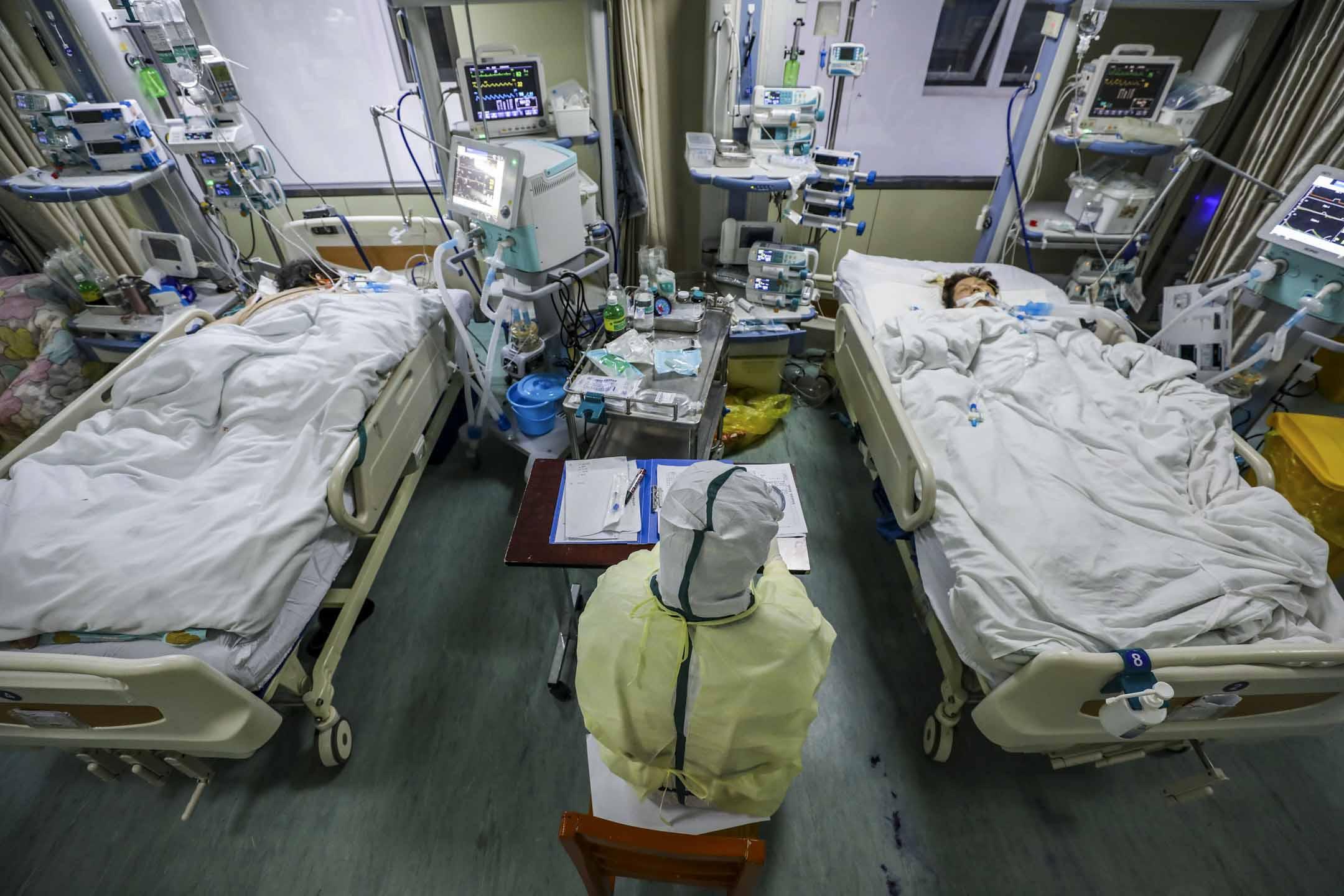2020年2月6日,武漢一家醫院的隔離病房內。 攝:Feature China/Barcroft Media via Getty Images