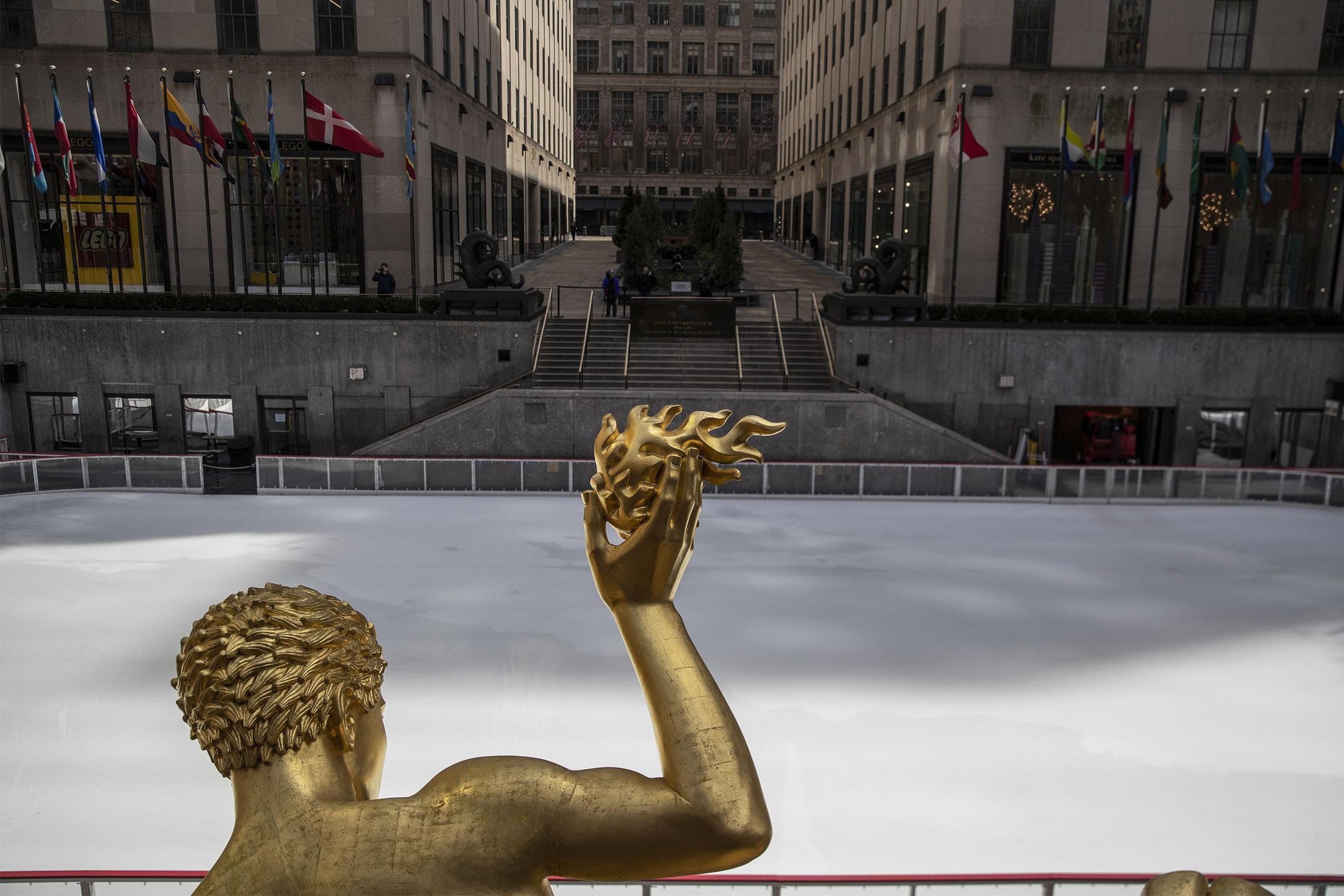 2020年3月18日紐約,洛克菲勒中心無人的滑冰場。 攝:Victor J. Blue/Getty Images