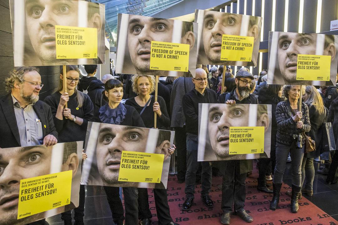 2016年2月14日,有團體在柏林影展示威,要求俄羅斯釋放烏克蘭導演森索夫( Oleg Sentsov )。