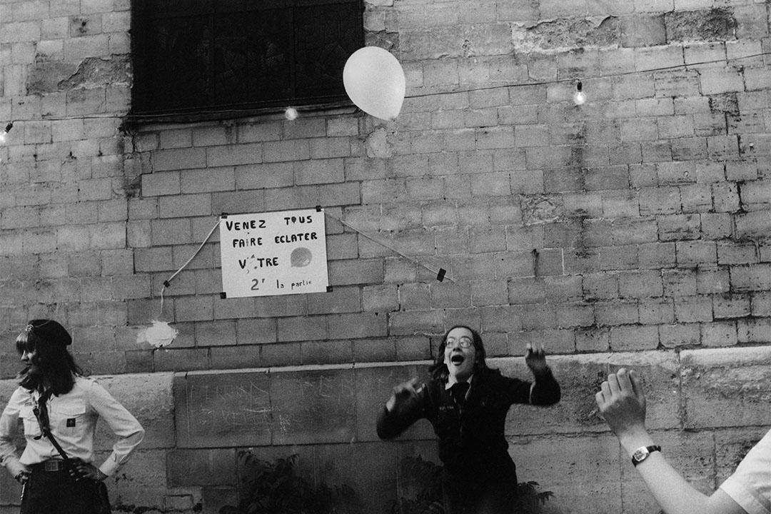女童軍與氣球(1976-1980)。