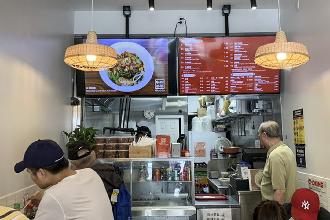 Betty將「貴州牛肉米粉」換了名字「牛道」,英文名是Niuddo, 與麵條「noodle」一語雙關。
