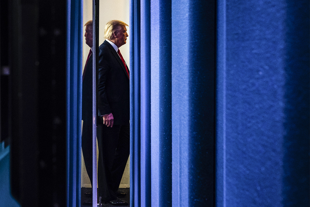 2020年3月18日,特朗普總統在白宮新聞發布會,回應對COVID-19冠狀病毒的講話後離開。 攝:Jabin Botsford/The Washington Post via Getty Images