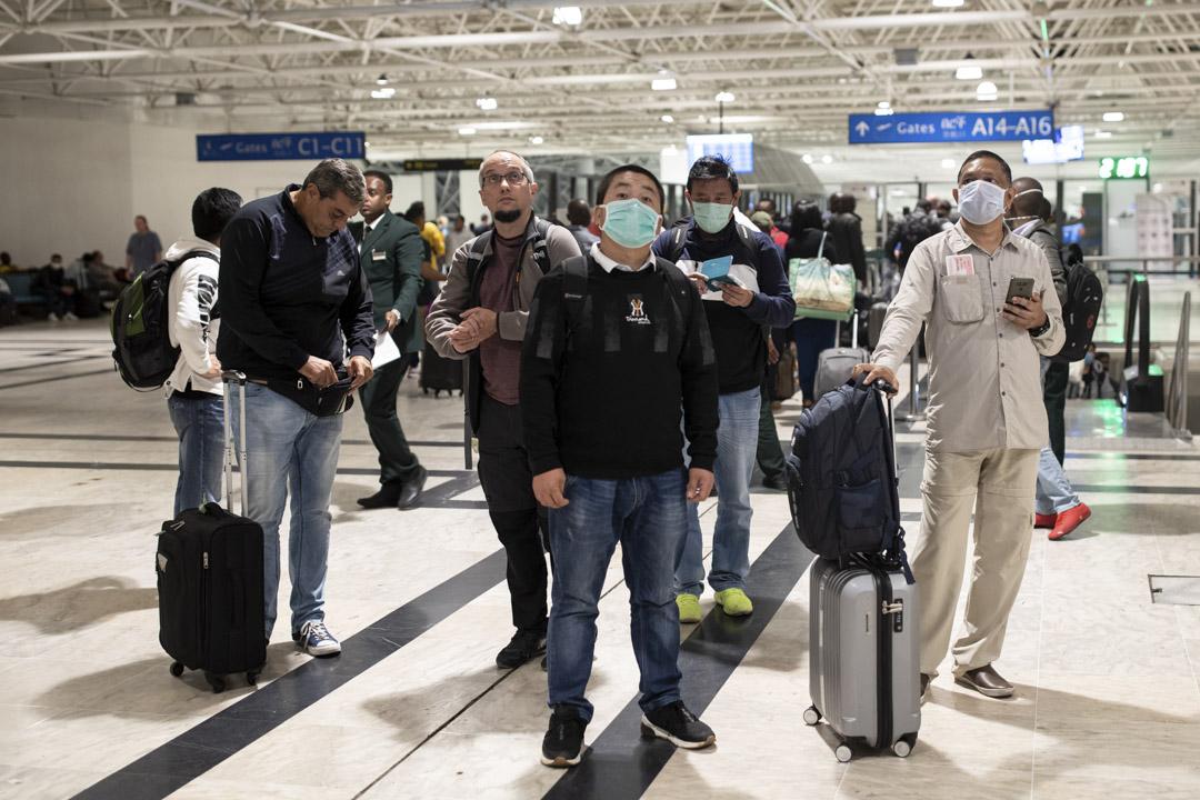 2020年1月31日,埃塞俄比亞國際機場,乘客戴上口罩。