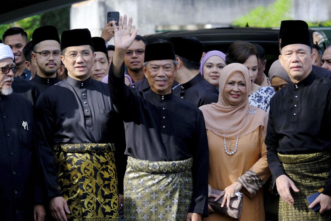 2020年3月1日,候任馬來西亞首相幕尤丁向媒體揮手,其後在馬來西亞吉隆坡國家宮舉行宣誓儀式。