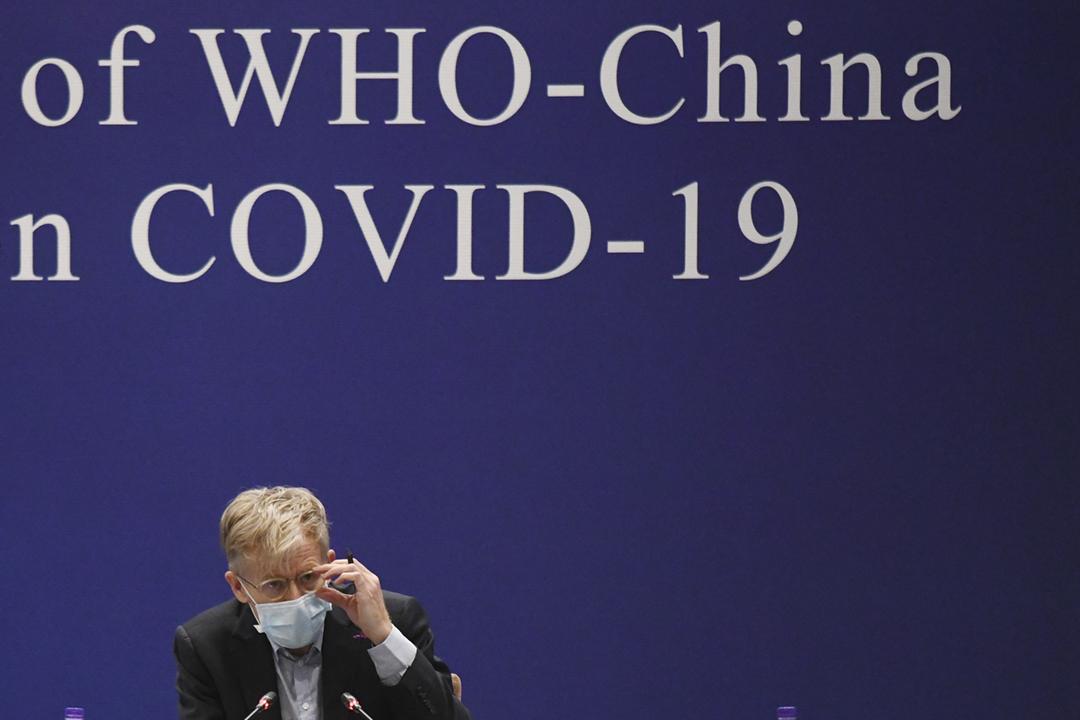 2020年2月24日在中國北京,世界衛生組織(WHO)助理總幹事艾禾特(Bruce Aylward)出席有關「2019 冠狀病毒」疫情的世衛及中國政府聯合記者會。 攝:Matthew Knight / AFP / Getty Images