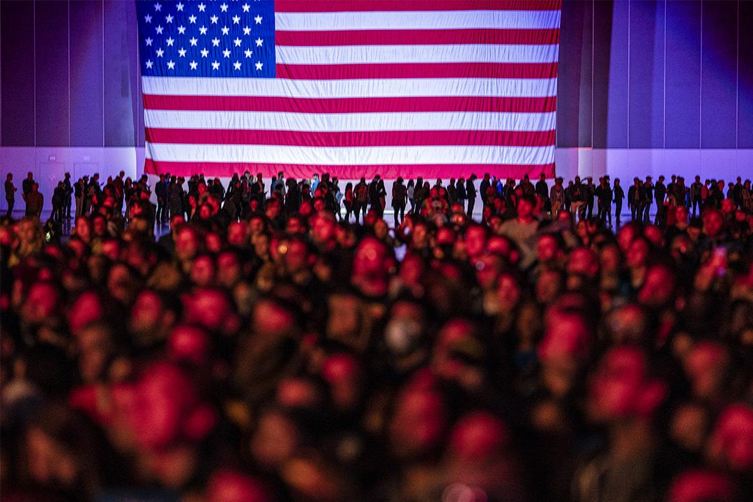 2020年3月1日,支持者在加利福尼亞州洛杉磯參加民主黨總統候選人桑德斯的競選集會。 攝:Ronen Tivony/Barcroft Media via Getty Images