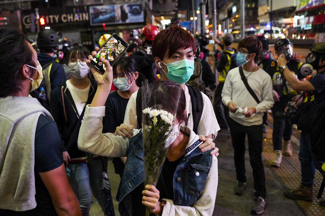 2020年2月29日,反修例運動期間的「8.31太子站事件」至今半周年,有大批市民到太子站外獻花悼念,其後示威者與警員爆發衝突。