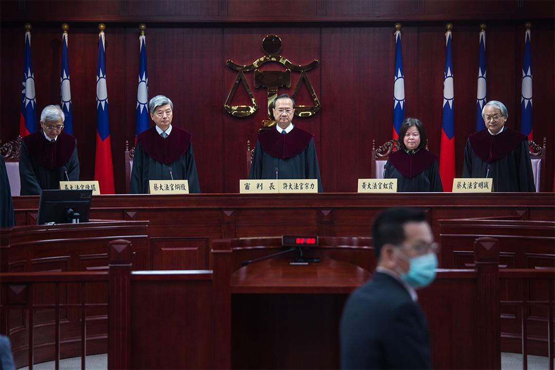 3月31日上午九點,台灣憲法法庭就刑法239條(通姦罪)與刑事訴訟法239條(俗稱元配撤告配偶條款)是否合憲展開辯論。 攝:陳焯煇/端傳媒