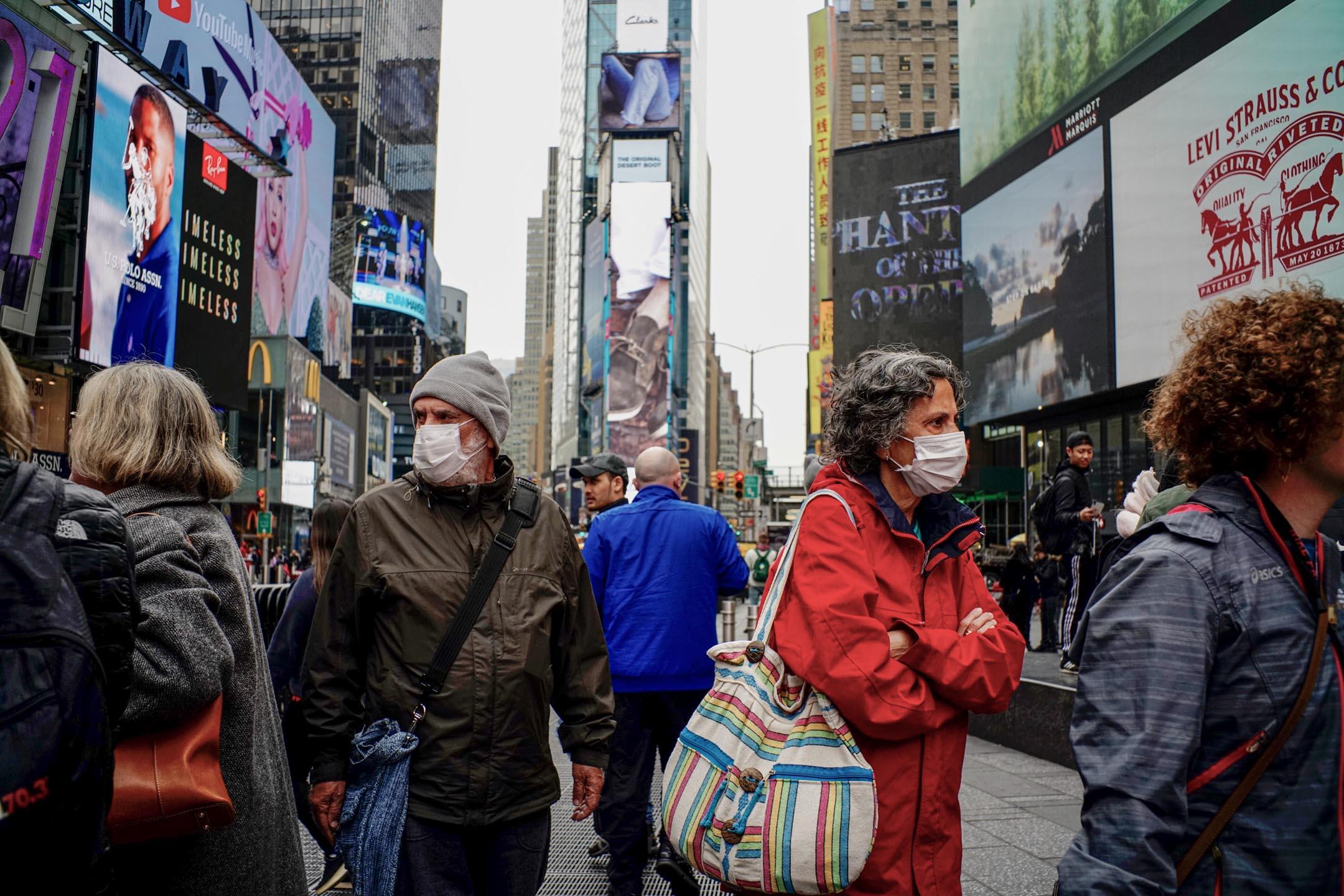 2020年3月3日,紐約時代廣場不少人人戴上口罩。 攝:Eduardo Munoz / VIEWpress via Getty Images