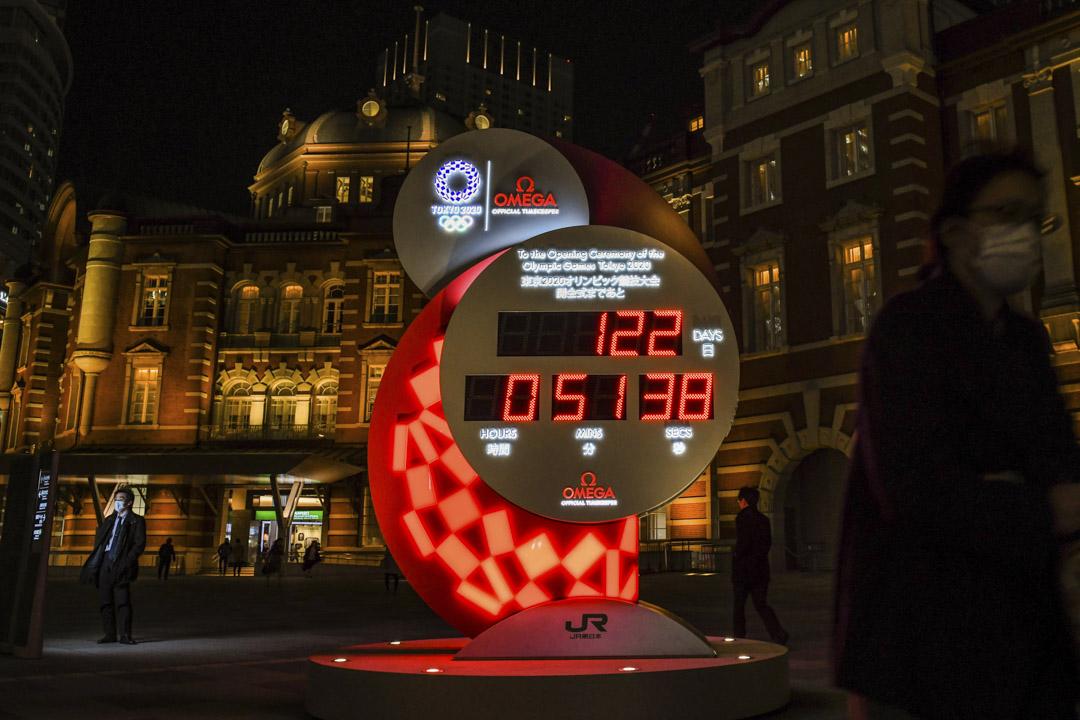 2020年3月24日,東京站的奧運倒數器如常運作,但日本已同意國際奧委會的建議將東京奧運延期。
