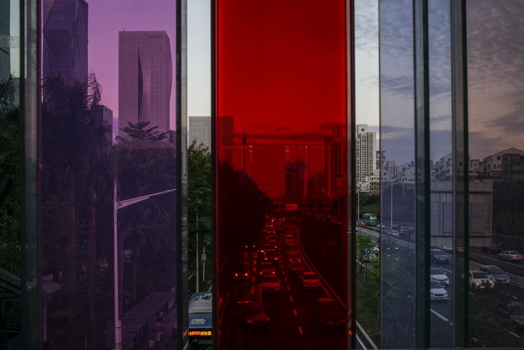 深圳,一條多線行車的馬路。 攝:林振東/端傳媒
