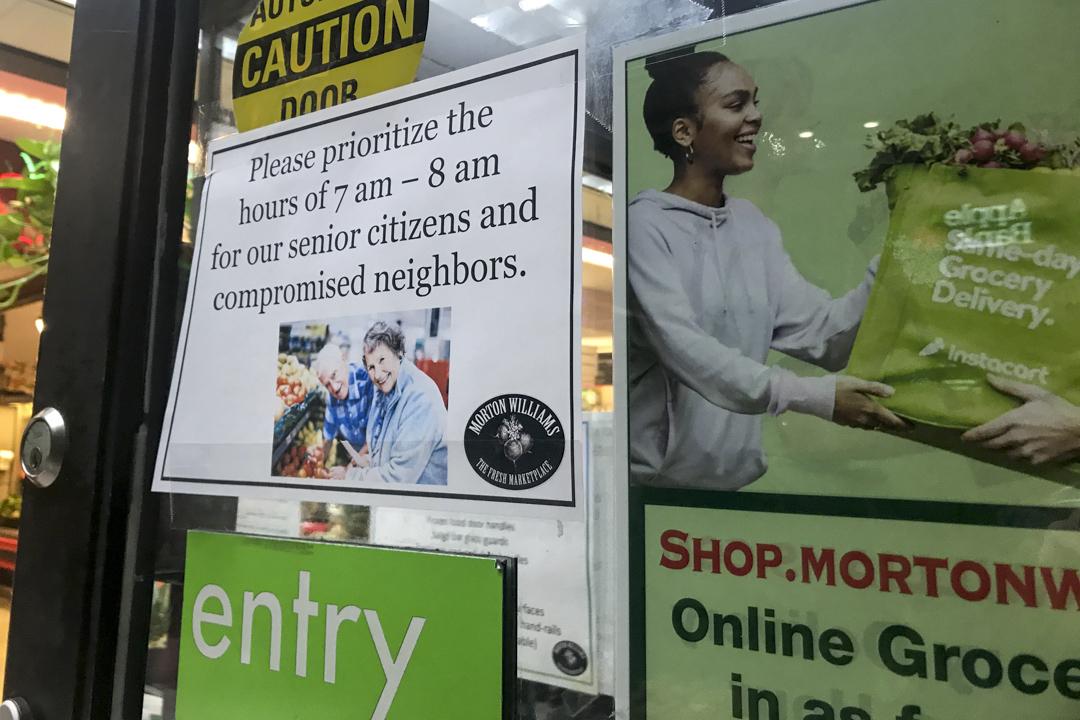 紐約一家超市將超市開門的頭一個小時用來服務六十歲以上的老人。