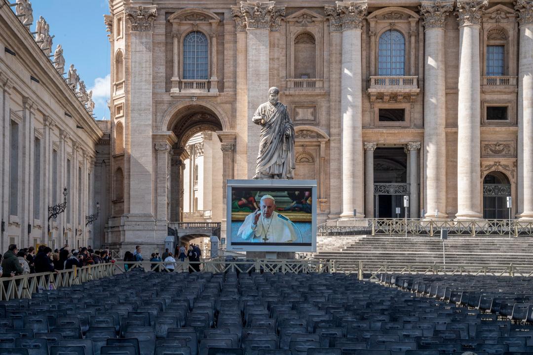 2020年3月8日,天主教教宗方濟各於梵蒂岡以視像直播的方式主持三鐘經的禱詞。