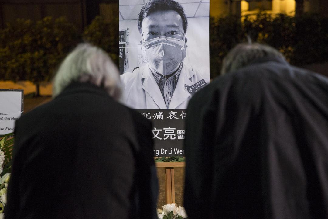 2020年2月7日,香港市民哀悼李文亮醫生。 攝:林振東/端傳媒