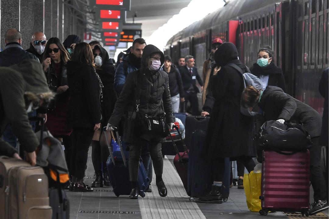 2020年3月8日,意大利來自米蘭的列車抵達南部那不勒斯的車站。 攝:Salvatore Laporta/Getty Images