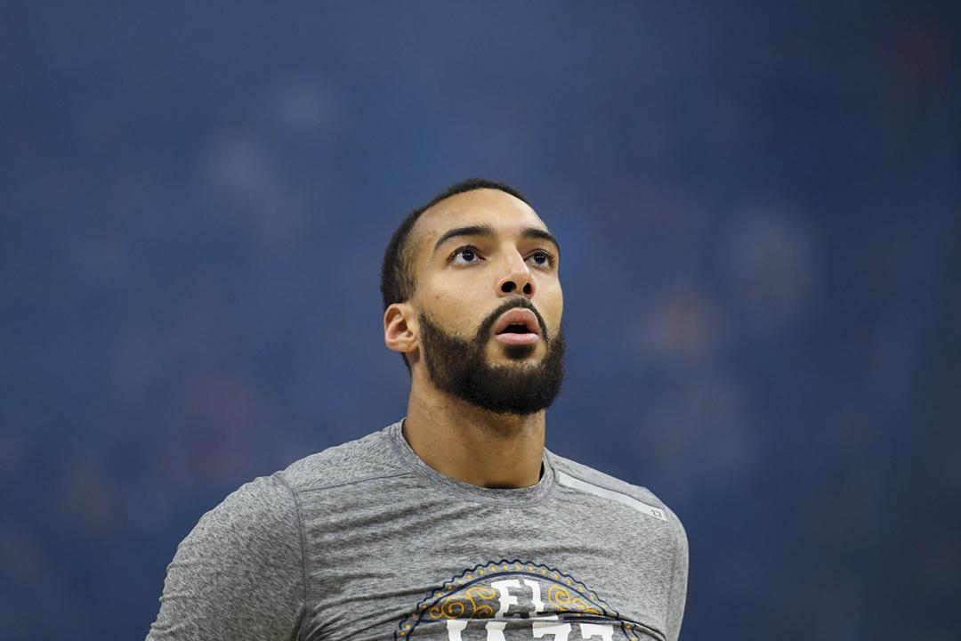NBA 猶他爵士(Utah Jazz)法國籍中鋒高拔(Rudy Gobert)初步確診感染「新冠肺炎」,NBA 宣佈暫停今季所有賽事、直至另行通告。 攝:Alex Goodlett / Getty Images