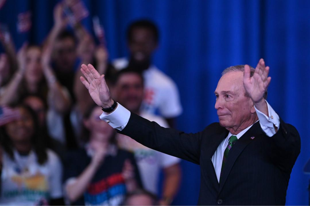 2020年3月4日,前紐約市長彭博(Mike Bloomberg)在紐約對支持者表達感謝。 攝:Johannes Eisele/Getty Images