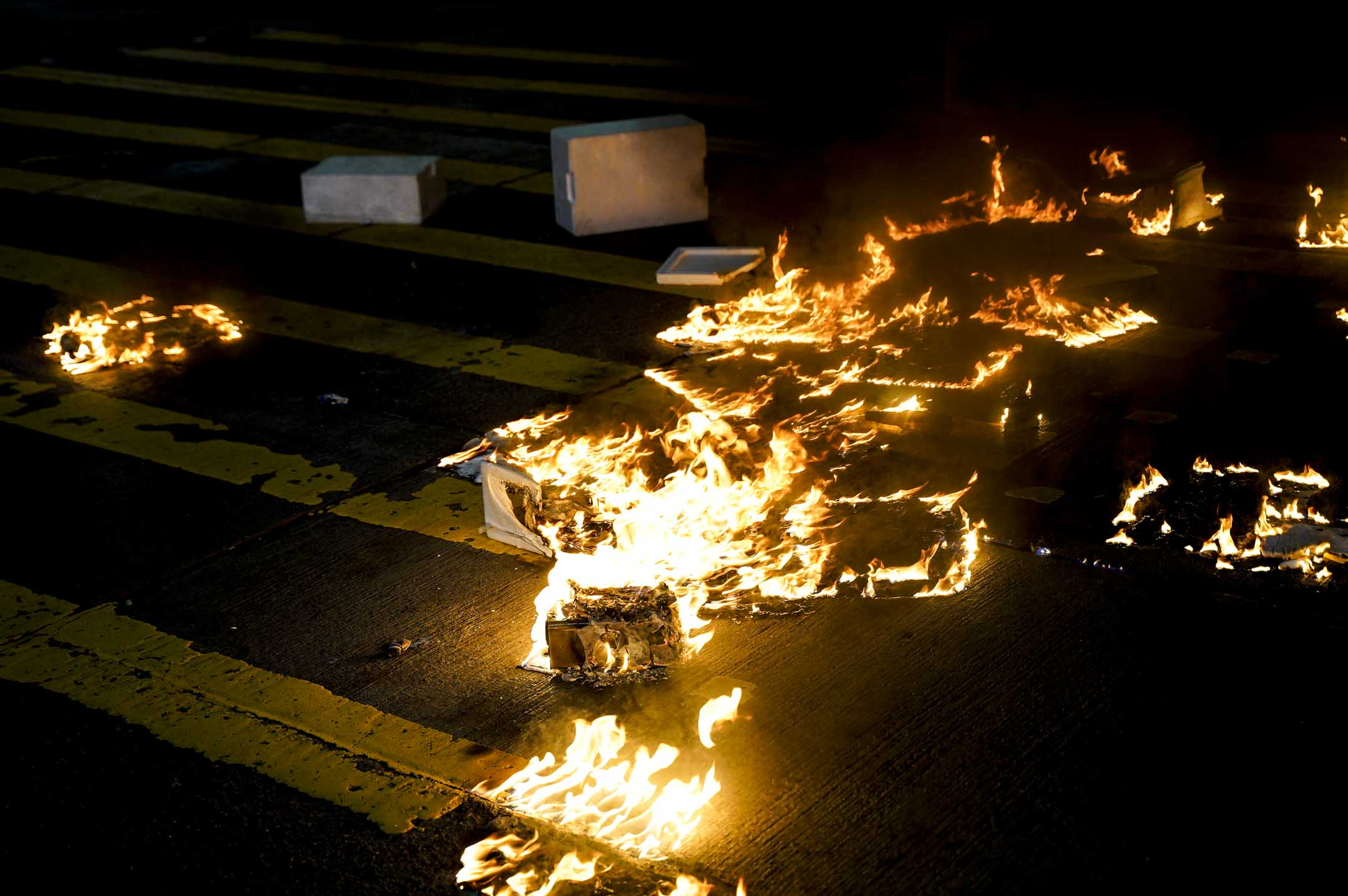 2020年2月29日,反修例運動期間的「8.31太子站事件」至今半週年,有大批市民到太子站外獻花悼念,其後示威者與警員爆發衝突。