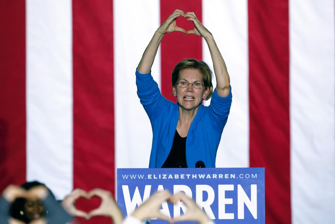 在2020年3月3日,民主黨總統參選人沃倫(Elizabeth Warren)在密歇根州底特律的競選集會上發表講話。