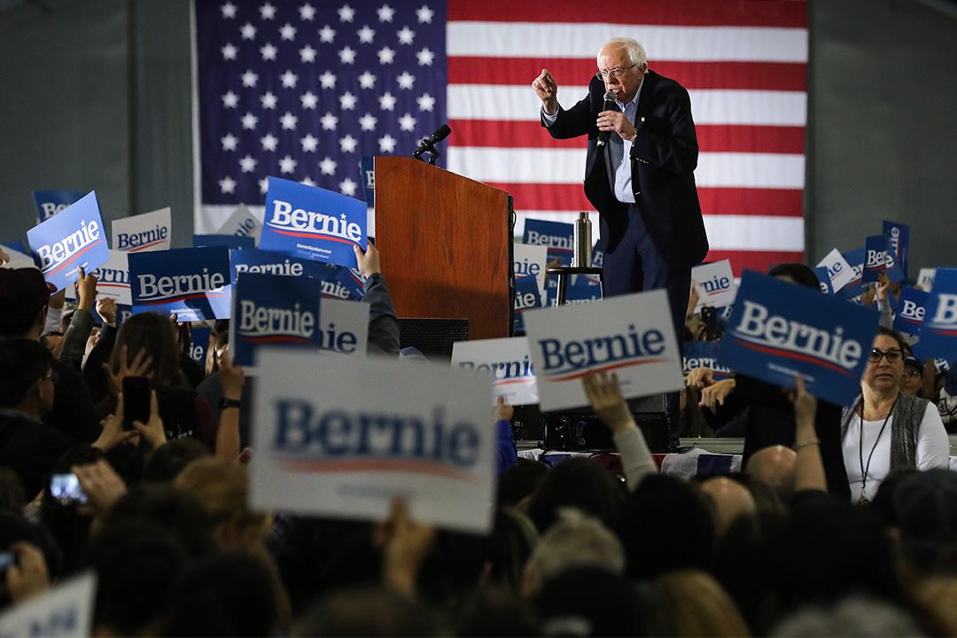 2020年3月1日加利福尼亞州,民主黨總統候選人桑德斯在競選集會期間向支持者講話。