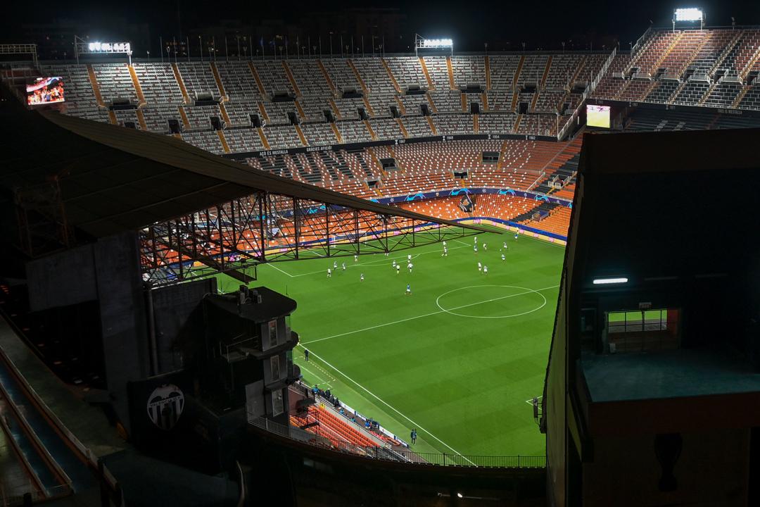 2020年3月10日,西班牙馬斯泰拿球場正在進行歐洲冠軍聯賽,球賽因應疫情而不准觀眾入場。