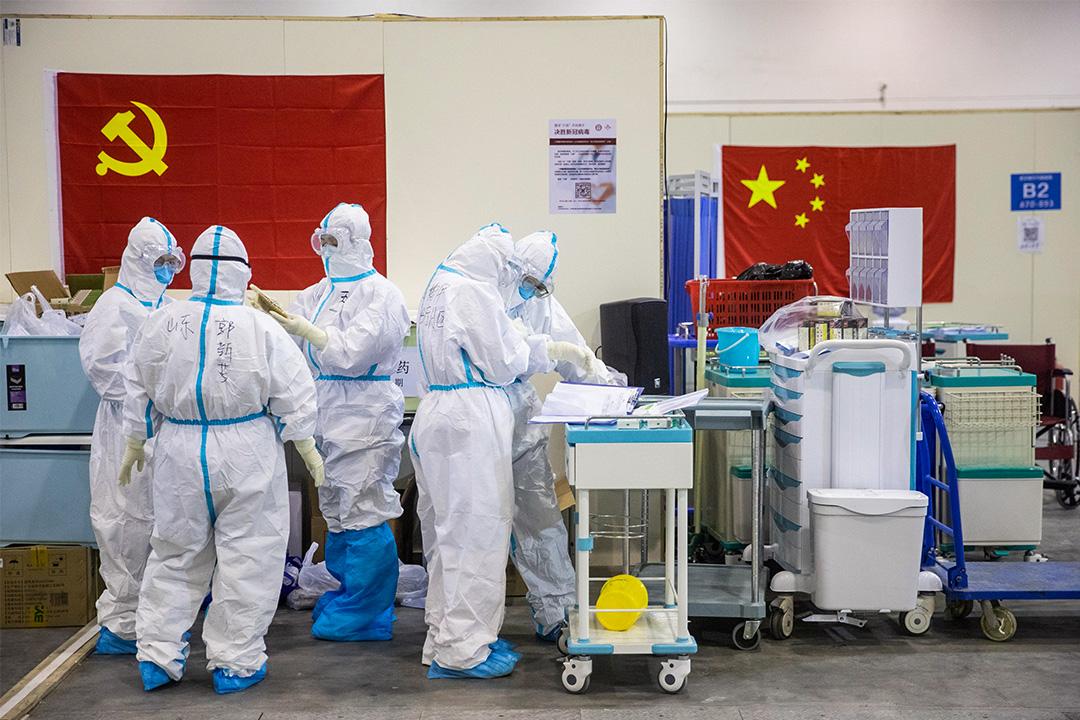 2020年2月17日中國湖北省武漢市,醫務人員在工作。
