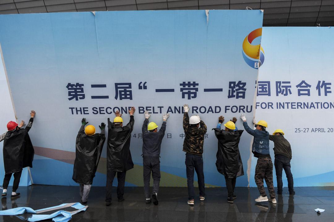 2019年4月27日,工人們在北京的「一帶一路論壇」上。