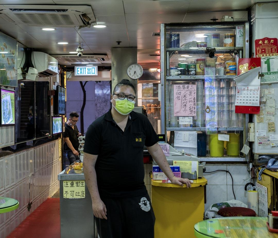 尖沙咀新源茶餐廳廳老闆廖先生。