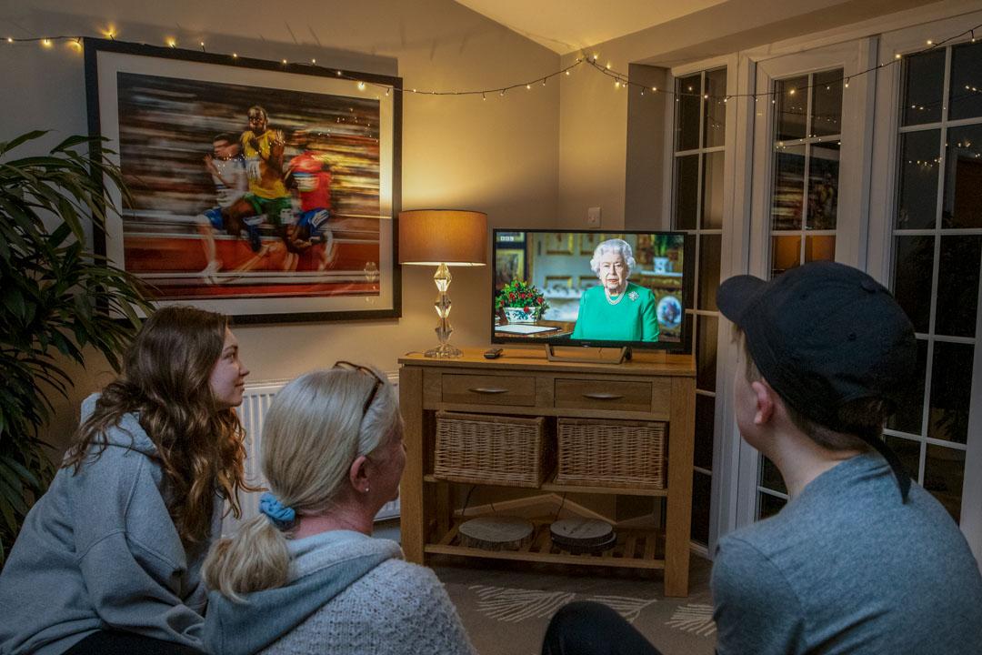 2020年4月5日,英國女王罕見發表電視講話,鼓舞國民抵抗疫情。 攝:Adrian Dennis/AFP via Getty Images