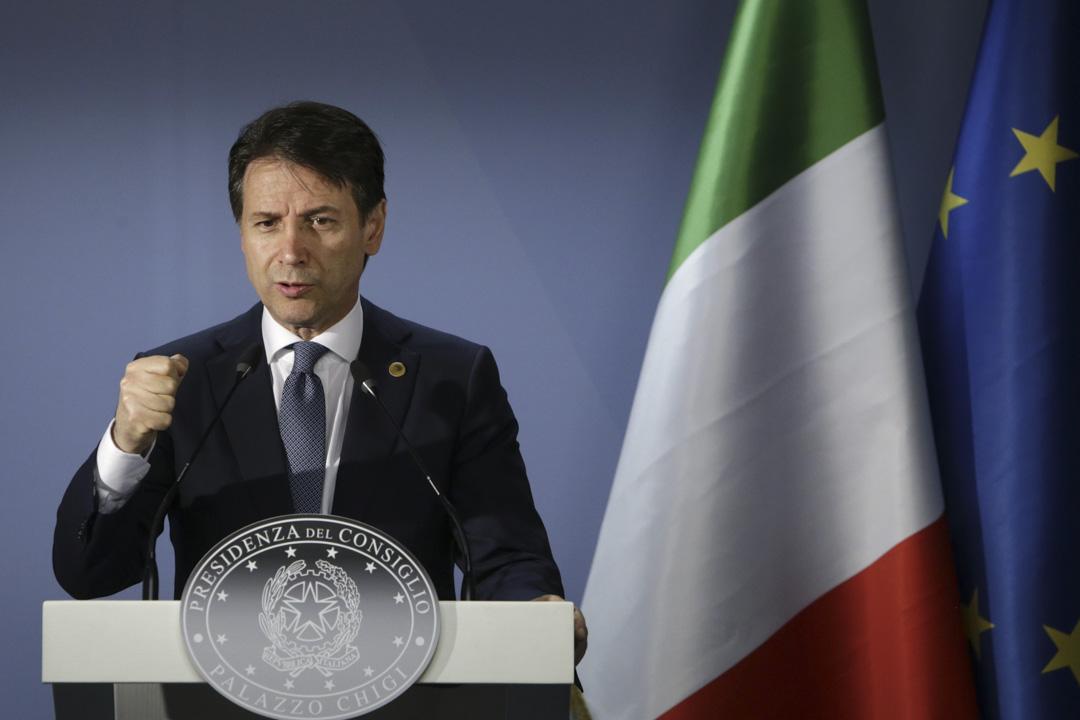 2018年6月29日,意大利總理朱塞佩·孔特(Giuseppe Conte)在歐盟峰會舉行新聞發布會。