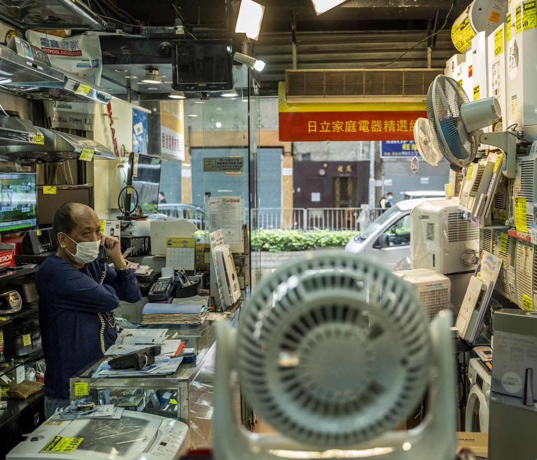 銅鑼灣家電店香港雪櫃老闆何先生。
