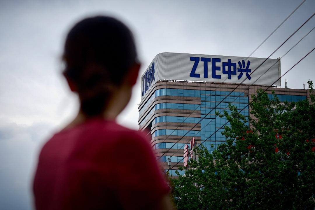 2018年5月2日,中興通訊商標於北京的一幢建築物上。 攝:Wang Zhao/AFP via Getty Images