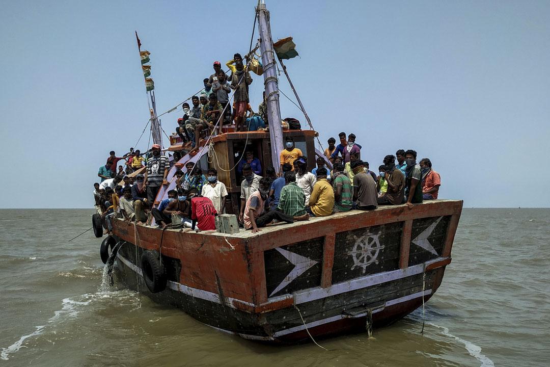 2020年4月17日,印度全國封鎖以抵抗新冠病毒期間,印度漁民被拒絕在兩個港口入境。 攝:Prashant Waydande/Reuters/達志影像