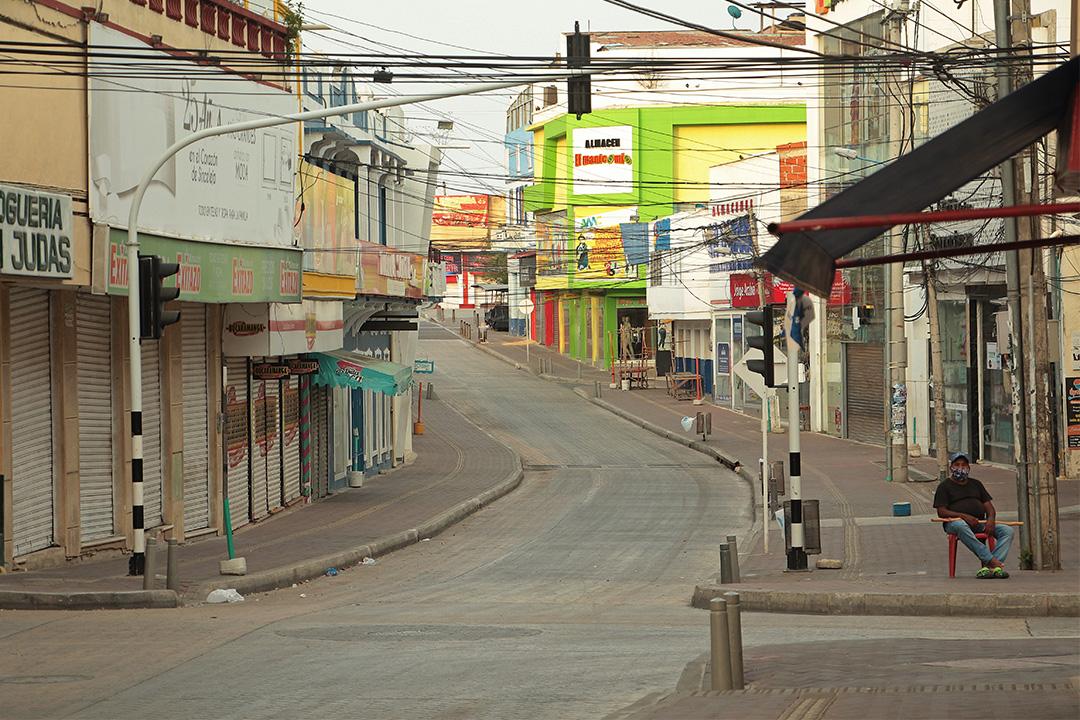 哥倫比亞辛塞萊霍(Sincelejo)市平日裏繁華的街道,封鎖後不見人影。 攝:Chiro Castellanos H