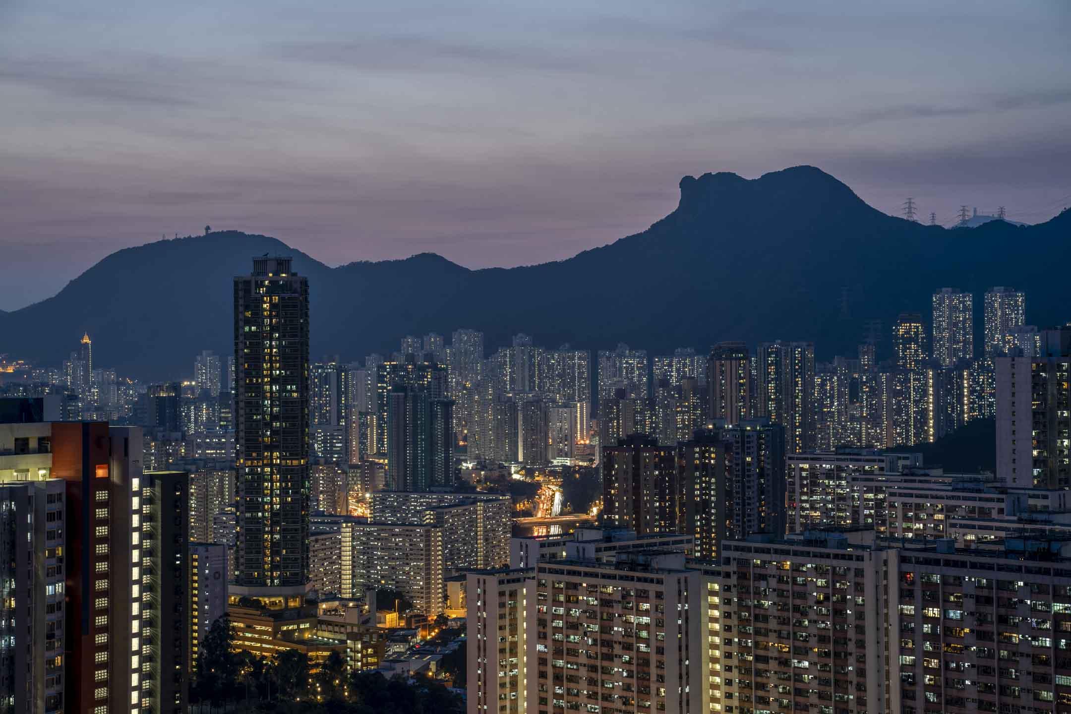 獅子山與九龍東住宅區。 攝:林振東/端傳媒
