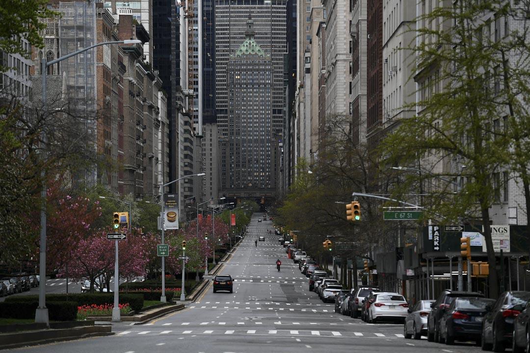 2020年4月10日,紐約因疫情嚴峻無人外出,街道上杳無人煙。