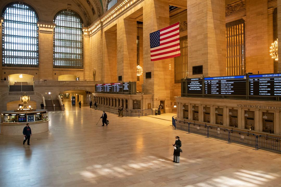 2020年4月1日,美國紐約中央車站空曠無人。