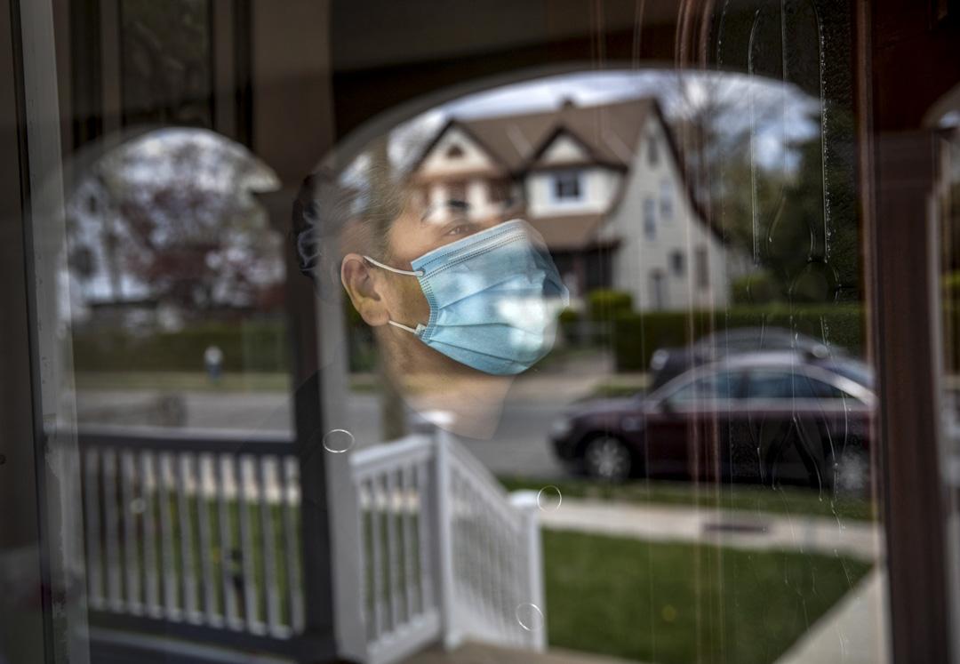2020年4月16日,美國紐約一個被隔離我家庭。 攝:John Moore/Getty Images