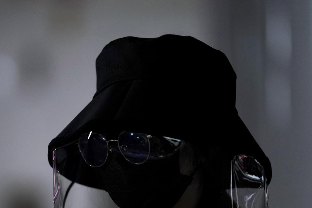 2020年3月2日,上海一個戴著口罩的女士。