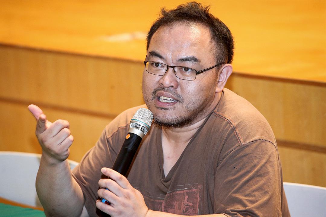 2015年3月20日,作家駱以軍至台灣新竹高中演講。 圖 : IC Photo