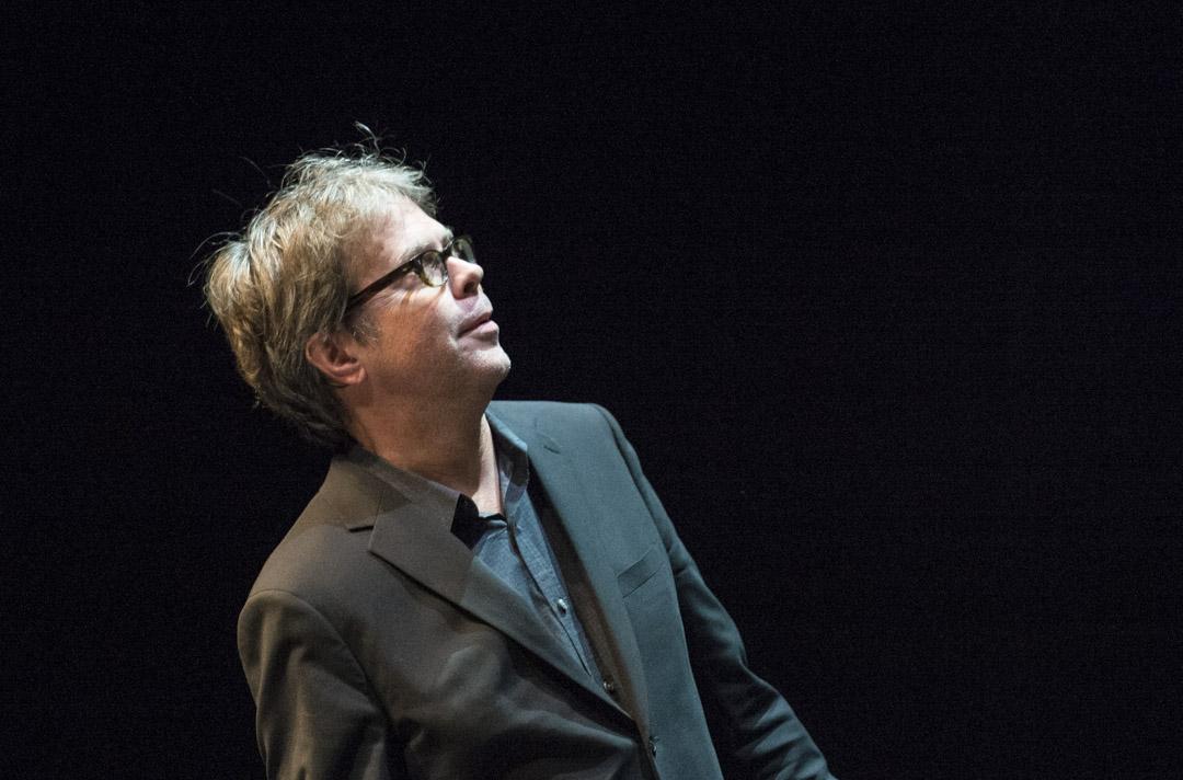 2015年10月15日,美國作家強納森·法蘭岑(Jonathan Franzen)在德國法蘭克福的Schauspielhaus劇院朗讀他的小說。
