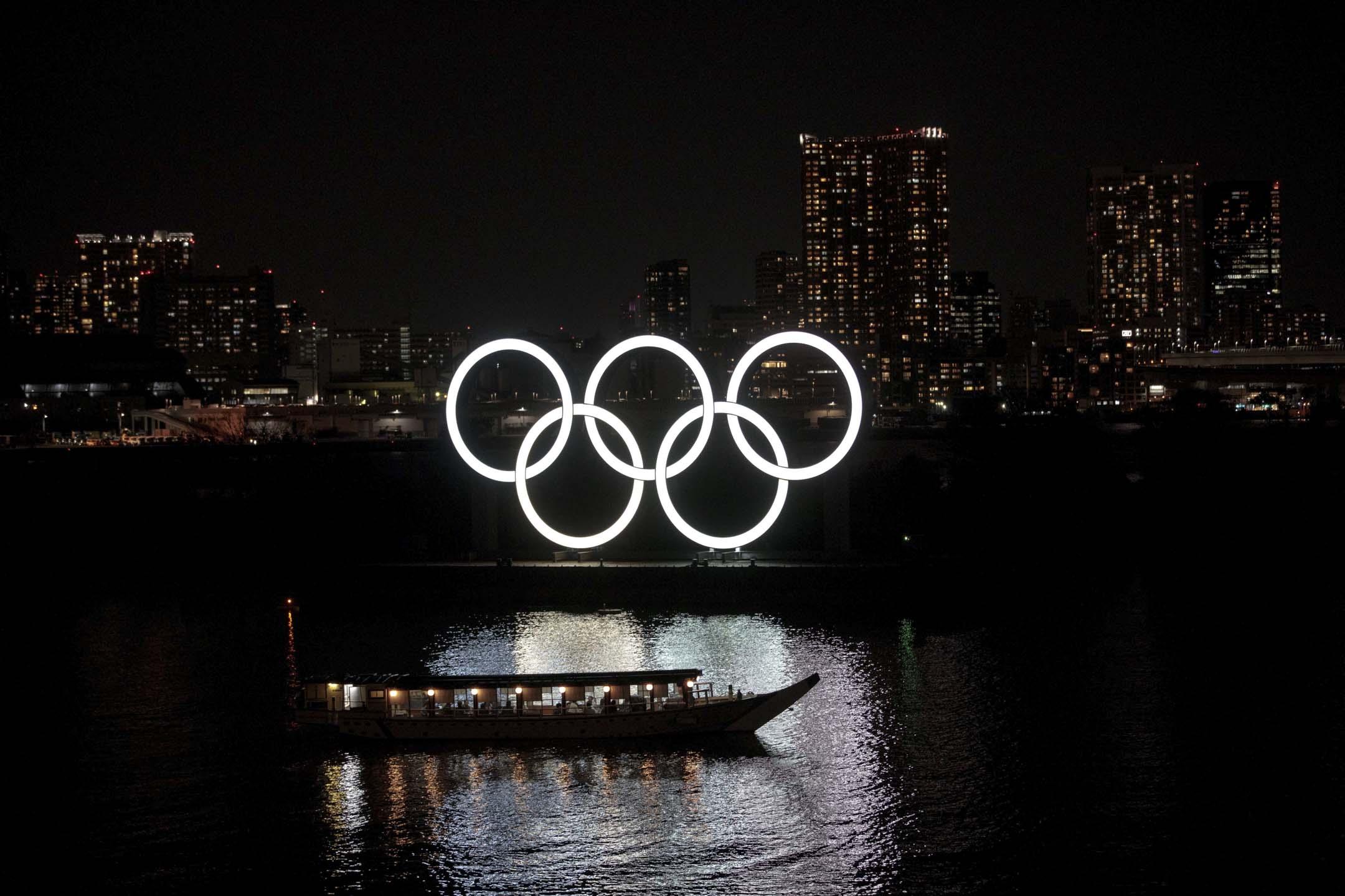 2020年3月23日,日本東京台場區的奧運五環裝飾。 攝:Behrouz Mehri /AFP via Getty Images