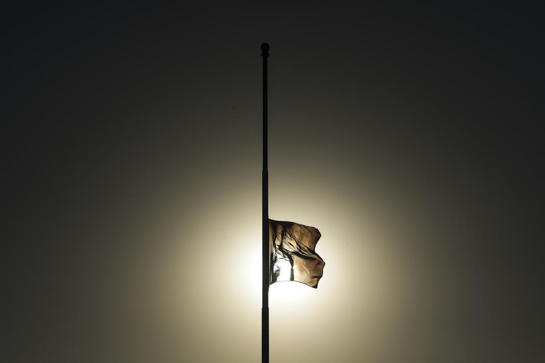 2020年4月4日,北京天安門廣場的國旗下半旗,向武漢的逝世者致哀。