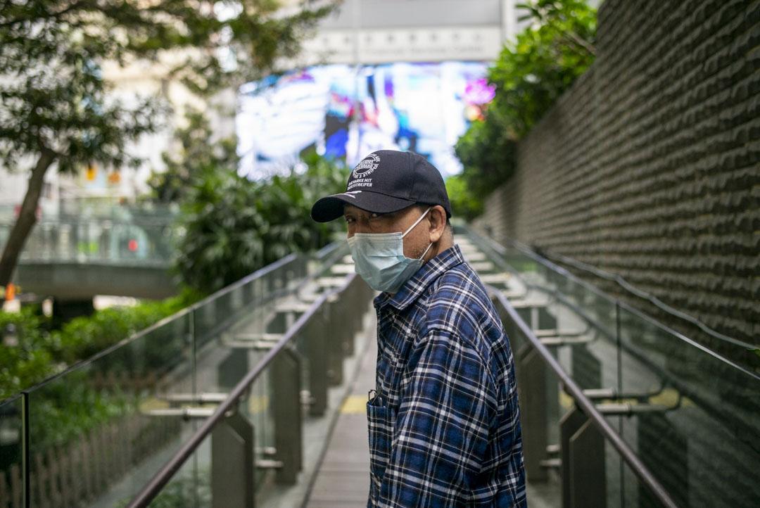 從製衣變成送衣,阿來的工作隨著香港產業轉型而變化,疫情爆發前,他給自己想了一個更周全的「夕陽計劃」:用一年的時間攢夠5萬元,到深圳再次開一家屬於自己的洗衣店。