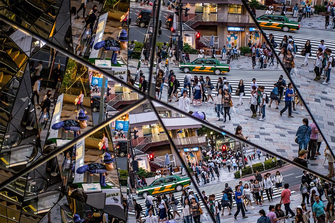 2015年6月18日東京,人們倒影在購物區商場的鏡子。