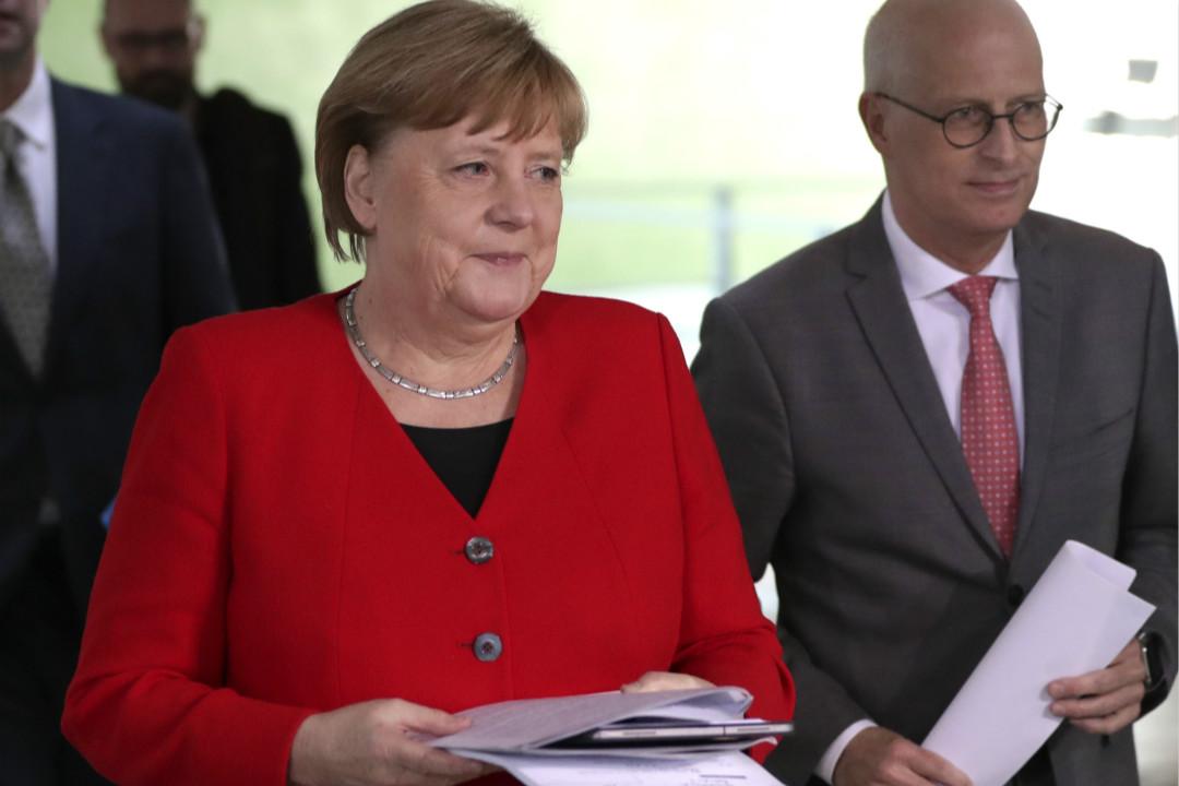 2020年5月6日,德國總理默克爾與漢堡市長辰切爾(Peter Tschentscher)出席記者會。 攝:Michael Sohn/Getty Images