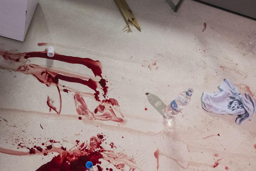 2019年7月22日凌晨,元朗西鐵站的地上留下血跡。
