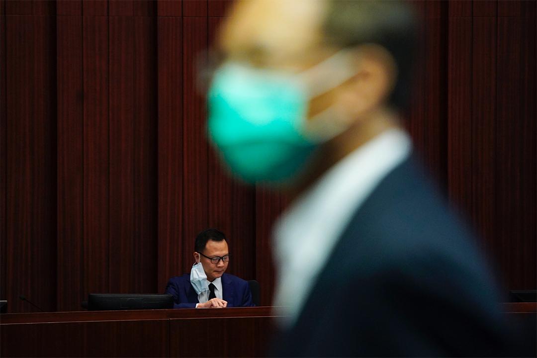 2020年5月8日早上10時,立法會內務委員會會議上,由法律界議員郭榮鏗主持會議。