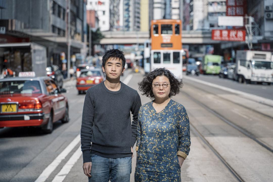 《我香港,我街道》編者鄧小樺與李卓謙。 攝:林振東/端傳媒