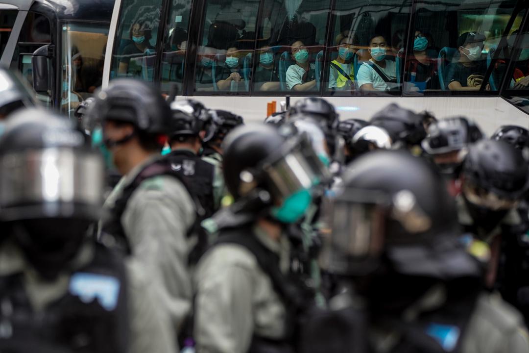 2020年5月24日,市民在香港島一帶發起反對國安法及國歌法遊行,警方於崇光百貨外拘捕約80人。